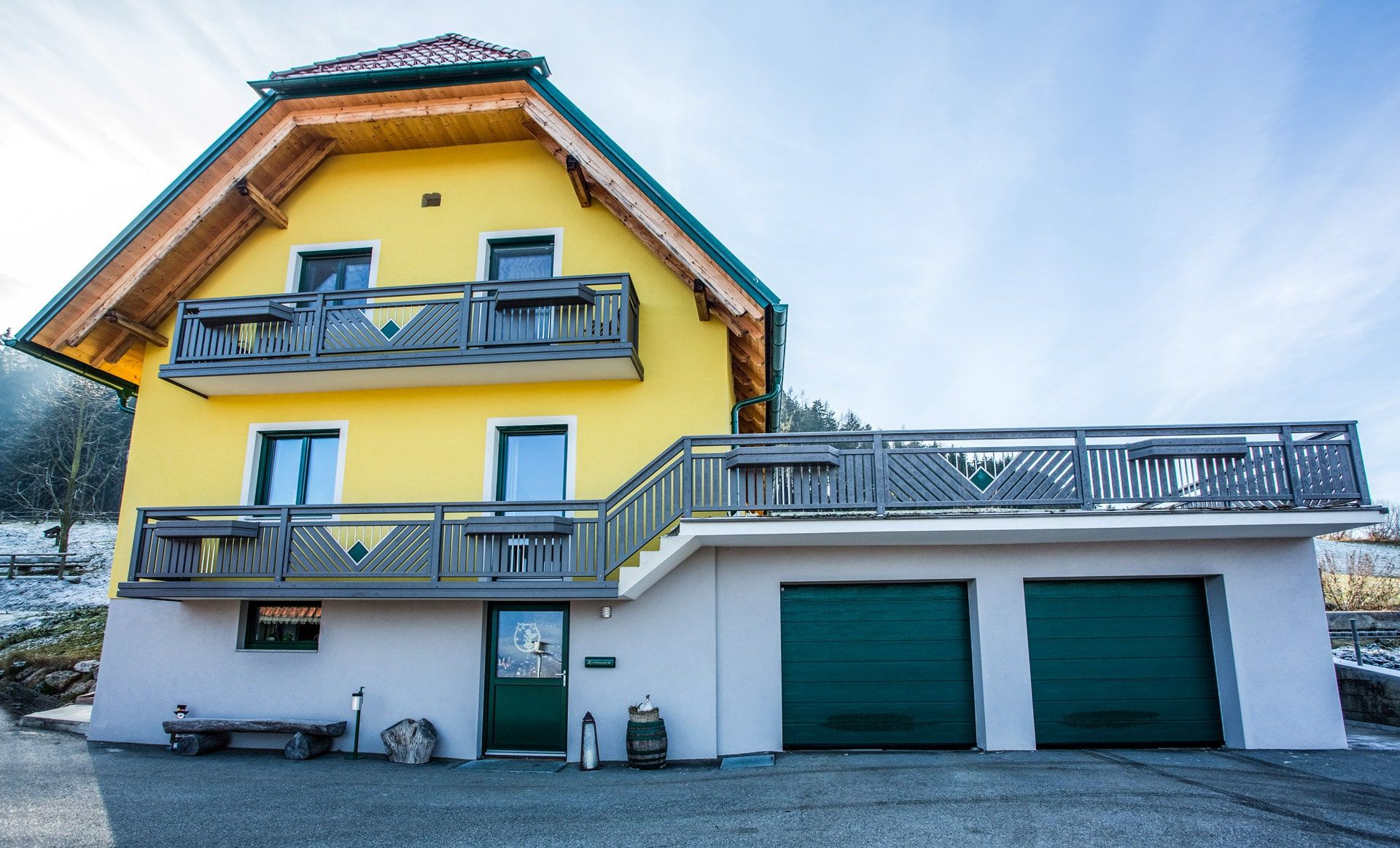 Saalfelden 11 e   Alugeländer bei Terrasse und Balkon mit Edelstahl-Dekor & Blumenkisten   Svoboda