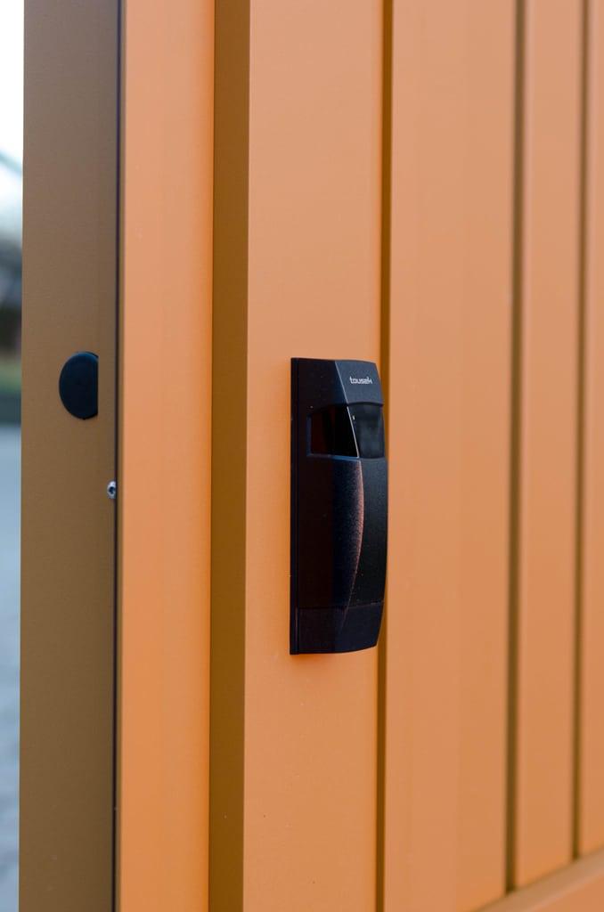 ZA Klosterneuburg 03 h | automatische Lichtschranke bei elektrischem Einfahrtstor | Svoboda Metall