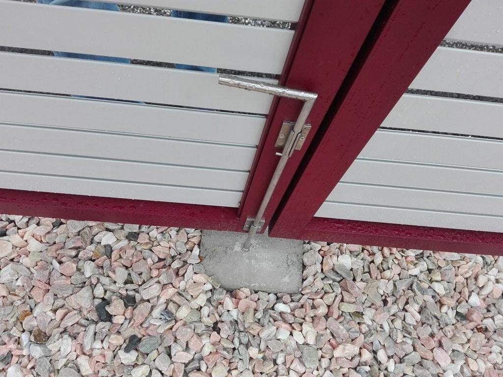 ZA Krieglach 15 c | Detailbild Zauntür mit manueller Verrieglung mit Stab-Riegel | Svoboda Metall