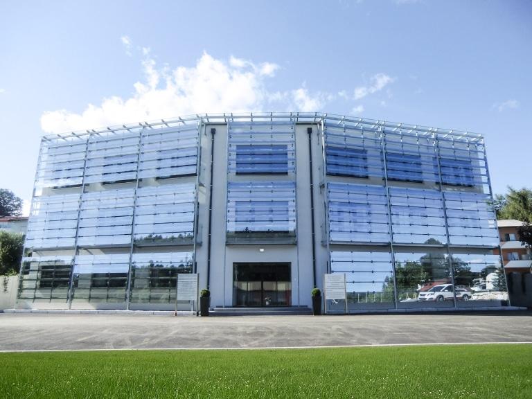 S 16 a   Fassadenverkleidung aus Klarglasscheiben mit Stahlkonstruktion   Svoboda Metalltechnik