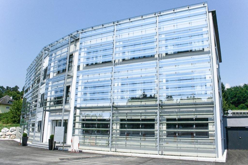 S 16 b | Fassadenverkleidung aus Klarglasscheiben mit Stahlkonstruktion | Svoboda Metalltechnik