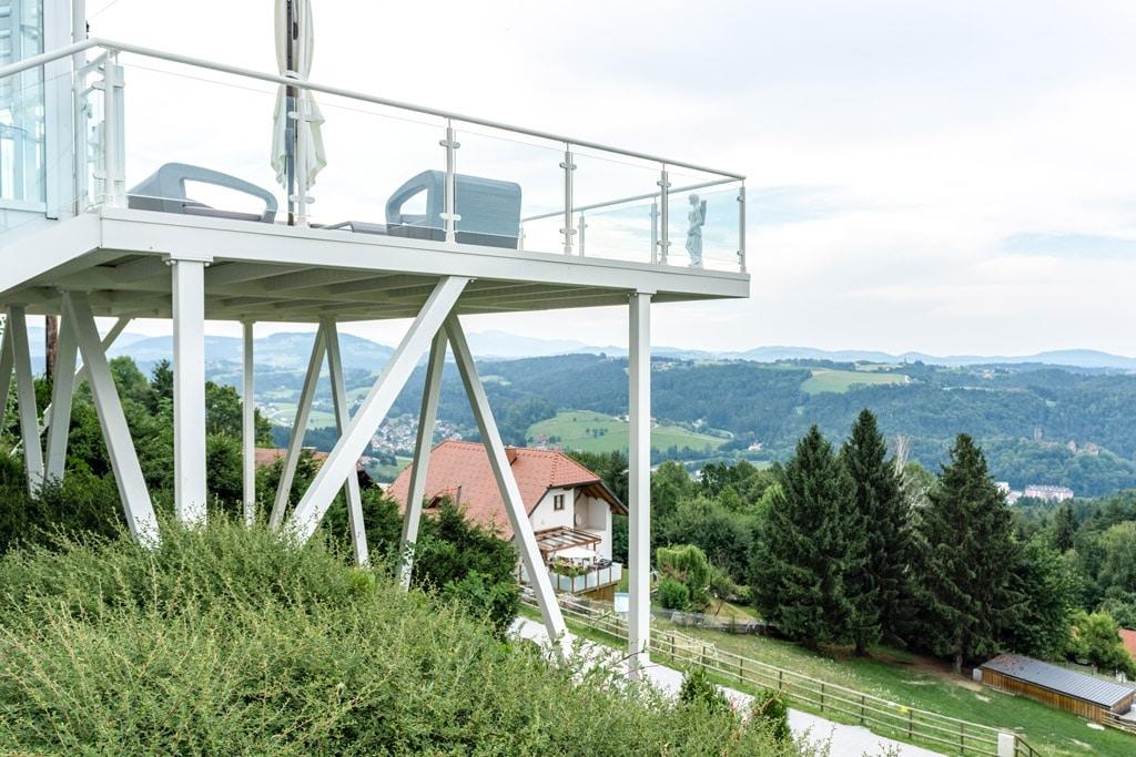 S 24 d | Alu-Anbau-Terrasse mit Aluminium-Unterkonstruktion am Hang, Alu-Glas-Geländer | Svoboda