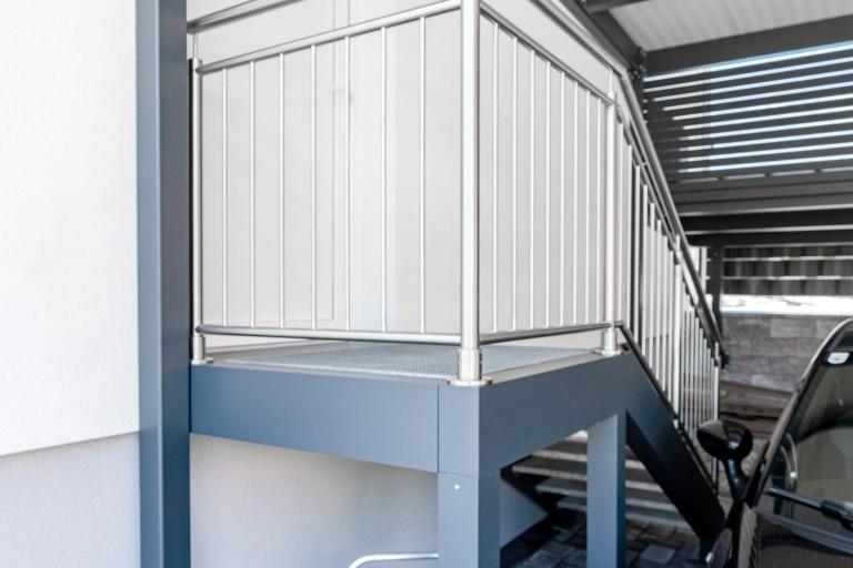 S 25   Außenstiege aus Aluminium anthrazit mit Treppengitter und Edelstahlgeländer   Svoboda