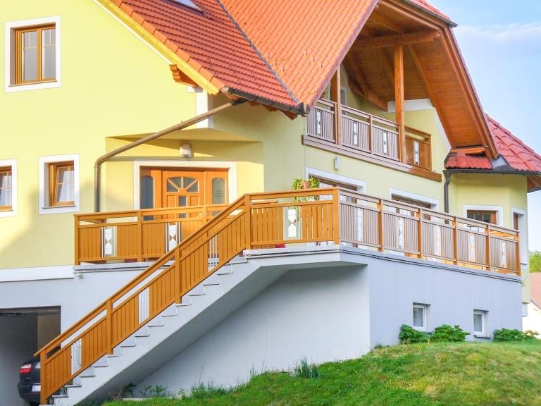 Sankt Pölten 06 a   Alugeländer bei Stiege, Terrasse und Balkon hellbraun mit Sanduhr dekor grau   Svoboda