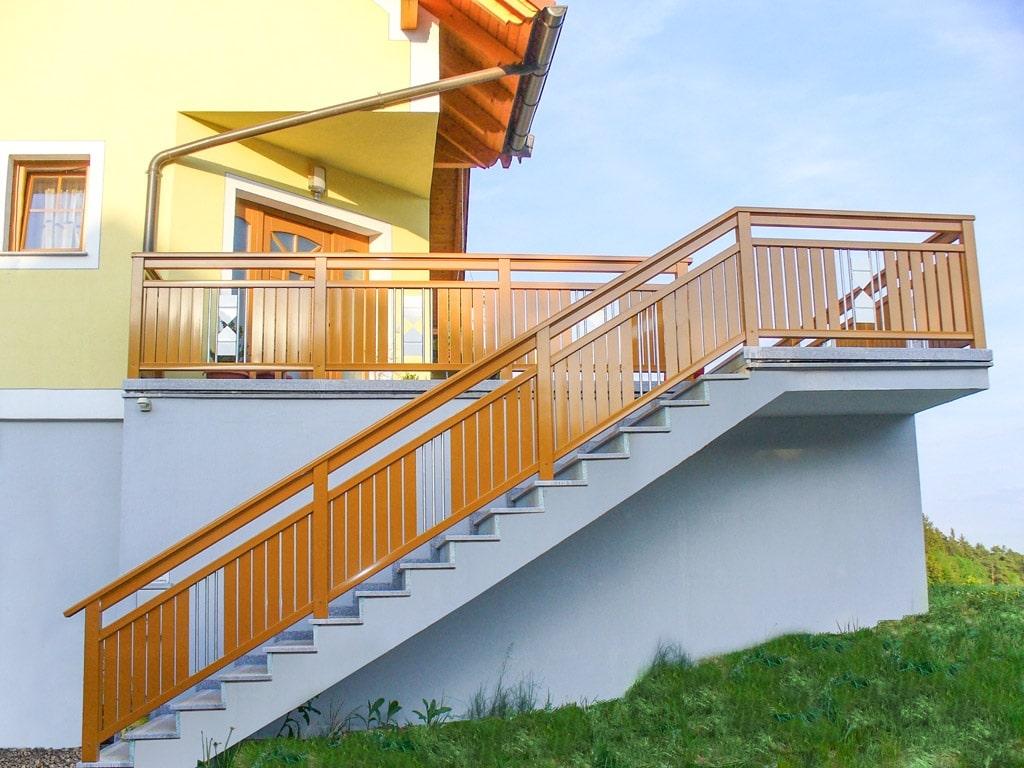 Sankt Pölten 06 b | Alu Stiegengeländer braun auf Stufen mit Latten senkrecht & Nirostäben | Svoboda