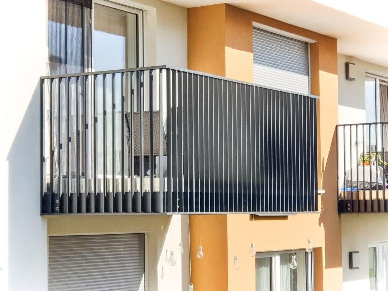 Wien 01 b   Flachstab-Balkon Geländer Perspektiveneffekt von Seite und frontal   Svoboda Metall