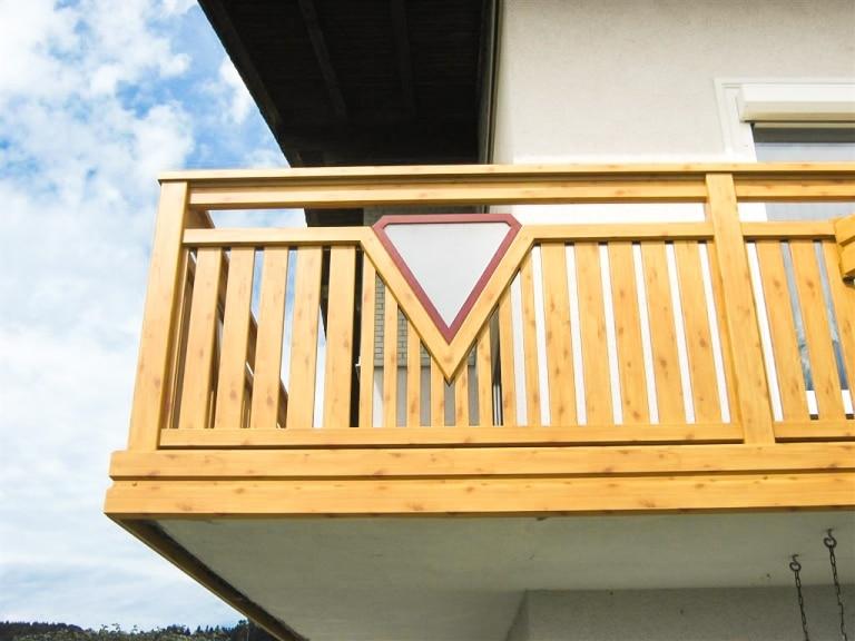 Enns 01 H b   Kiefer Alu-Holzstruktur-Geländer mit Diamaten-Dekor, Latten & Aluverblendung   Svoboda