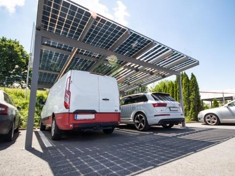 Photovoltaik-Carport 01 b | aus grauem Aluminium mit Sonnenschutz-Photovoltaik-Paneelen, 2 Autos | Svoboda Metalltechnik