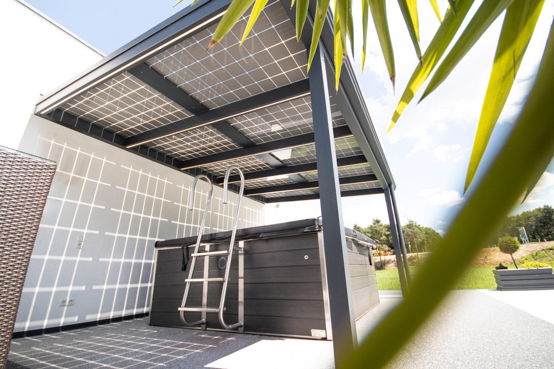 Photovoltaikdach 01 b | Terrassendach aus Aluminium grau mit PV-Anlage als Beschattung | Svoboda
