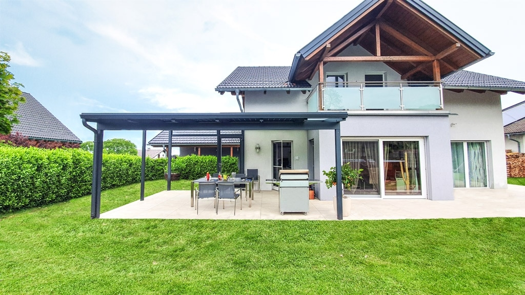 Photovoltaikdach 04 b   PV-Terrassendach aus Aluminium anthrazit, nachhaltiges Alu-Dach   Svoboda