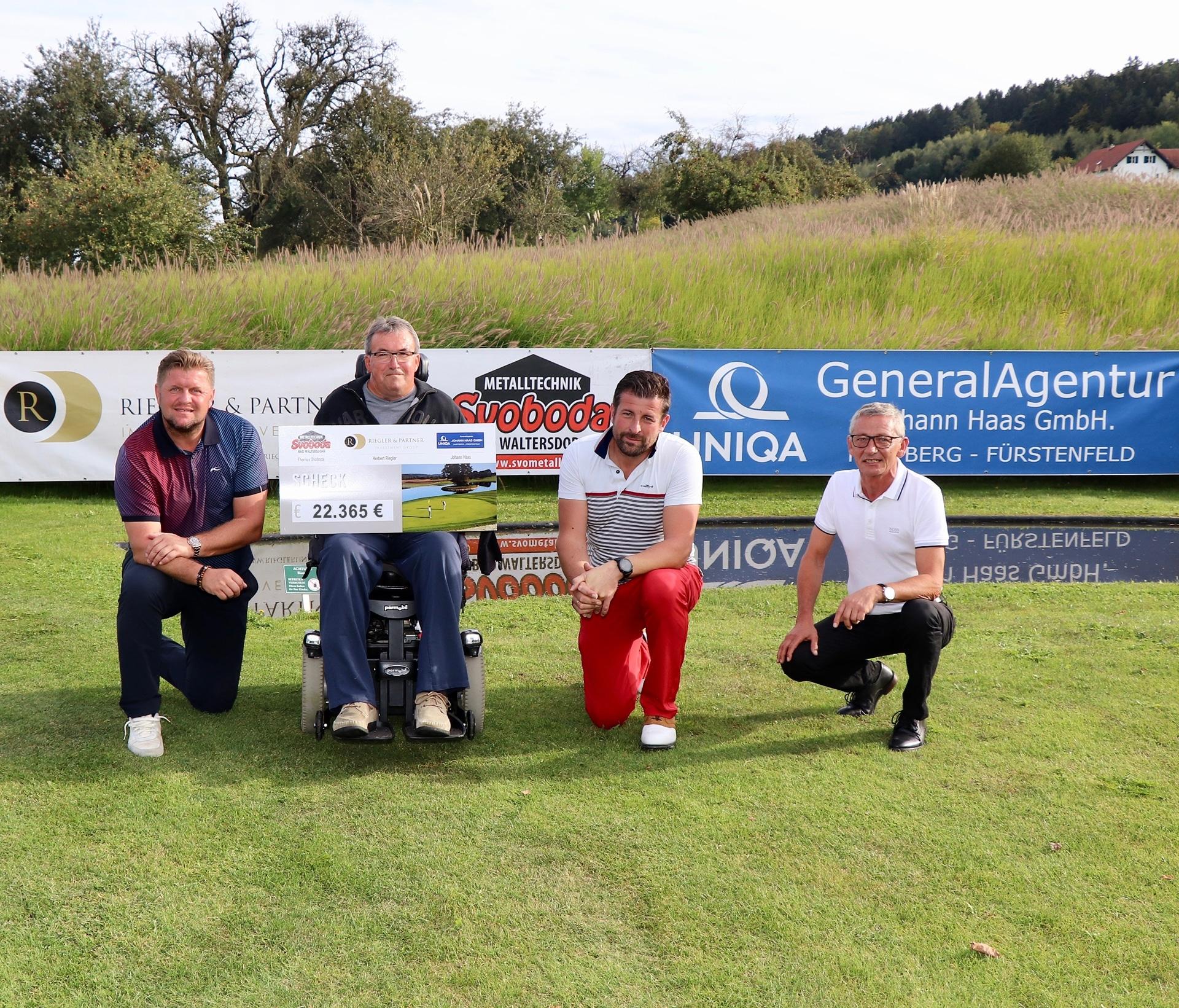 Scheckübergabe bei Charity Golf Turnier mit Thomas Svoboda, Herbert Riegler & Haas Johann