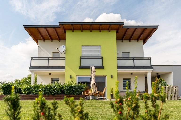 Hall 08 a | Aluminium-Glas-Geländer Anthrazit-Mattglas bei modernem Neubau Einfamilienhaus | Svoboda