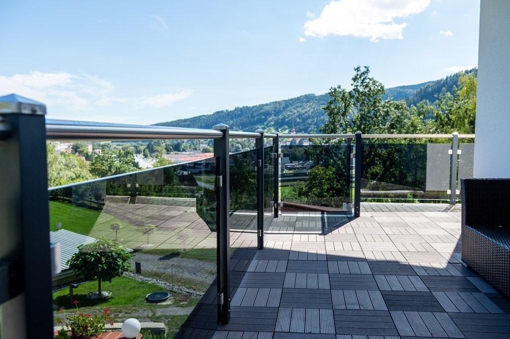 Mödling 22 t | Moderne Alu-Absturzsicherung aus Aluminium Glas & Edelstahl, Aufsatzmontage | Svoboda