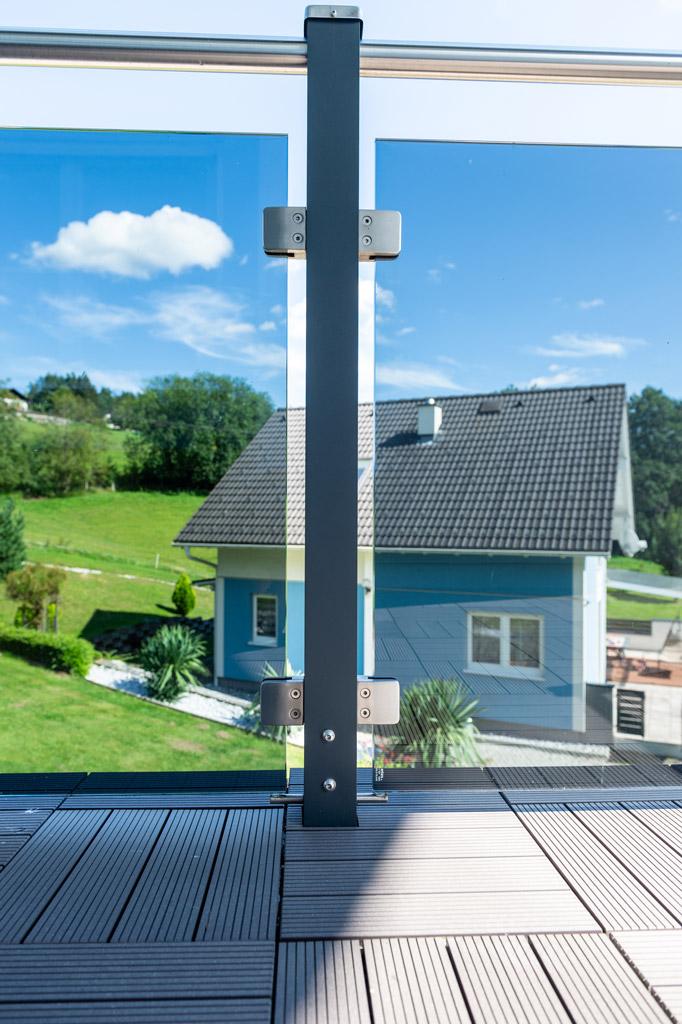 Mödling 22 z2 | Aufsatzmontage von Alu Glas Balkon mit Edelstahlhandlauf | Svoboda Metalltechnik