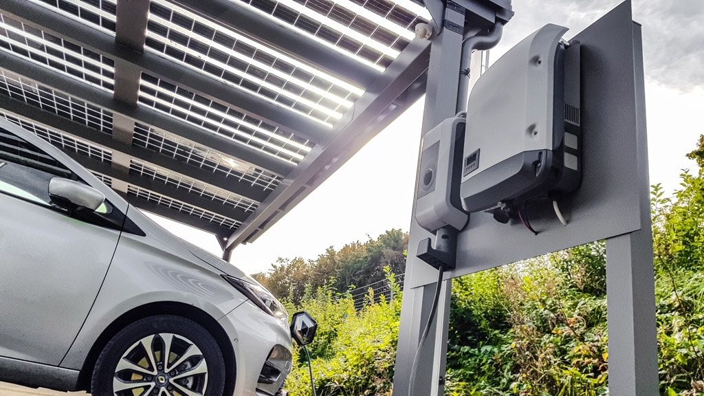 Photovoltaik-Carport 01 g | mit Elektro-Auto-Ladestation kombiniert für Solarstrom | Svoboda