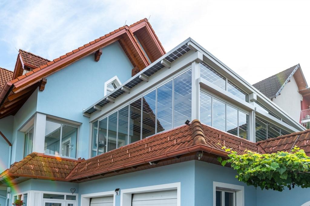 Photovoltaik-Sommergarten Alu 01 l | Terrassendach Alu grau mit PV-Paneelen & Verglasung| Svoboda