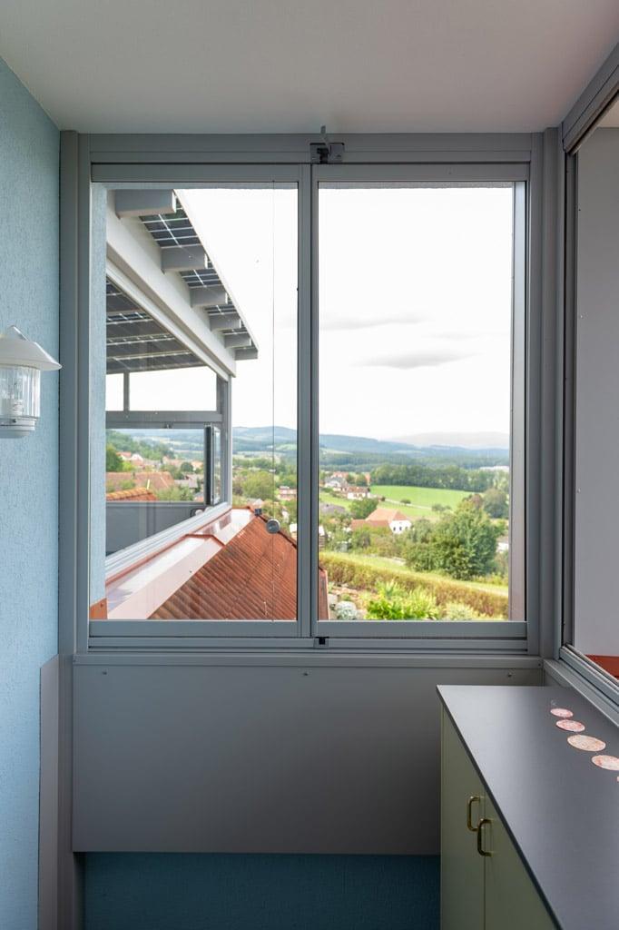 S 35 d   Verglasung mit Glas-Schiebe-Dreh-Elementen bei Hausmauer   Svoboda Metalltechnik