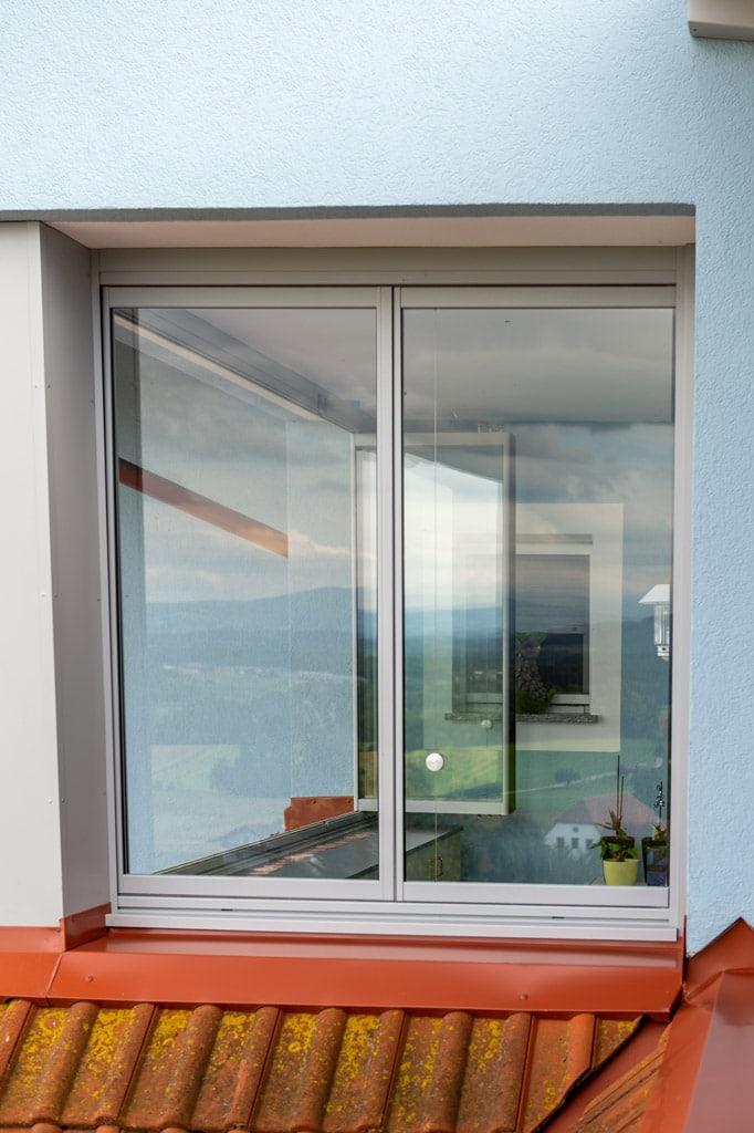 S 35 e   Verglasung mit Glas-Schiebe-Dreh-Elementen bei Hausmauer   Svoboda Metalltechnik