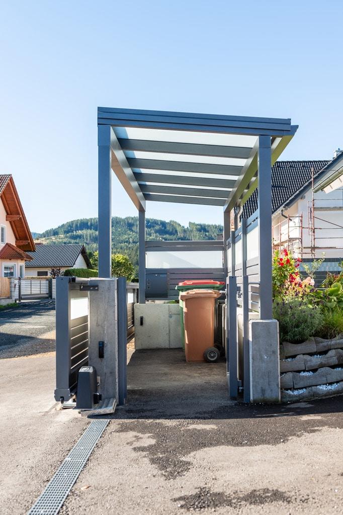 S 36 f | Müllplatz Überdachung aus grau beschichtetem Aluminium mit VSG Glas Matt | Svoboda