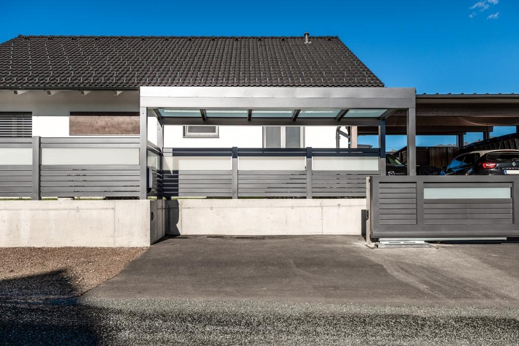 S 36 g | Müllplatz-Einhausung aus Aluminium-Glas mit Dach und Sichtschutz-Zaun | Svoboda Metall