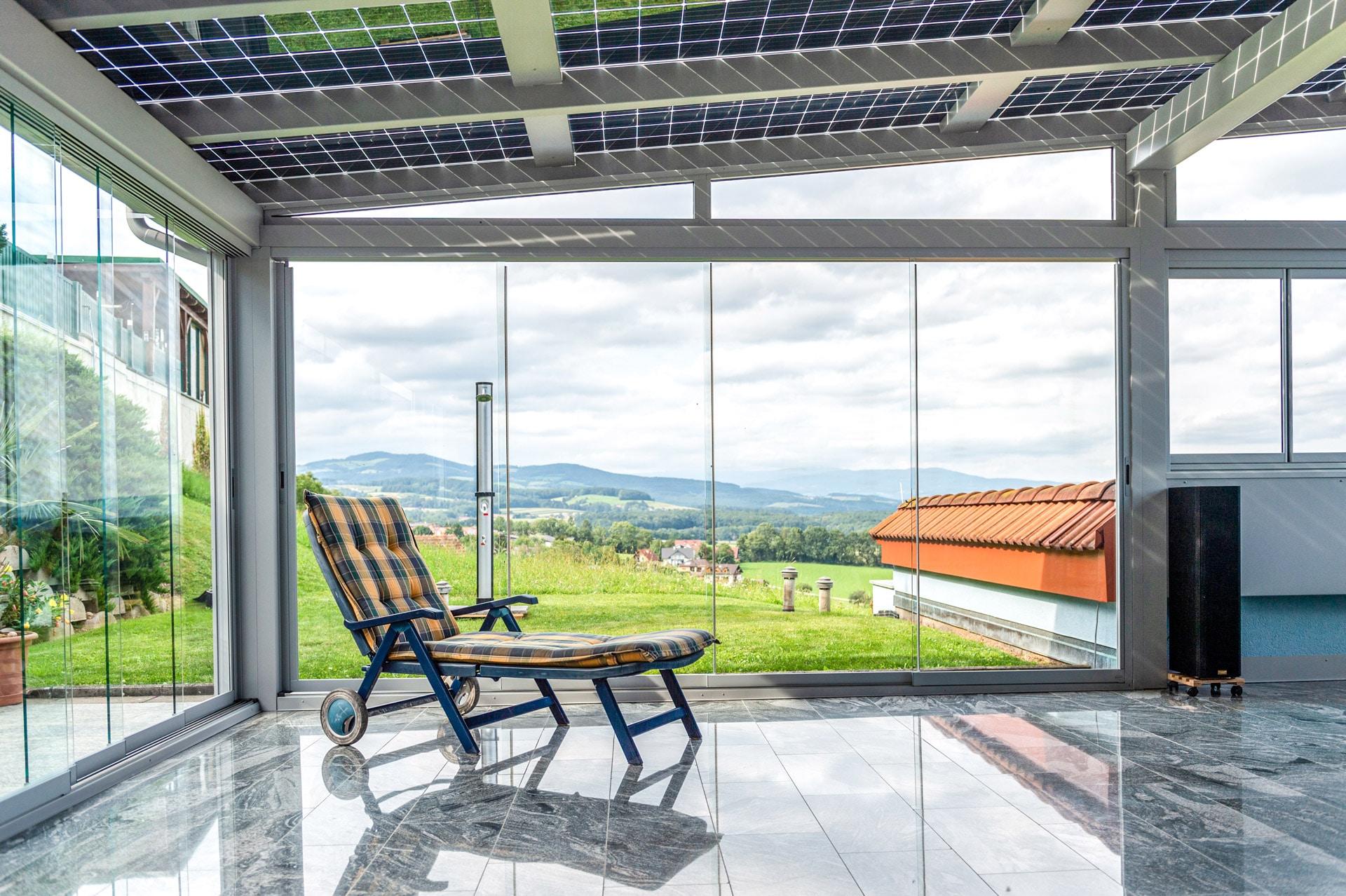 Schiebe 08 e | Schiebeverglasung als Wind- und Regenschutz bei Aludach, Ansicht von Innen | Svoboda