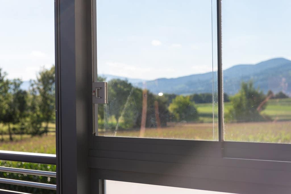 Schiebe 10 h | seitliche Windschutz Verglasung aus Schiebe-Elementen bei Alu-Terrassendach | Svoboda