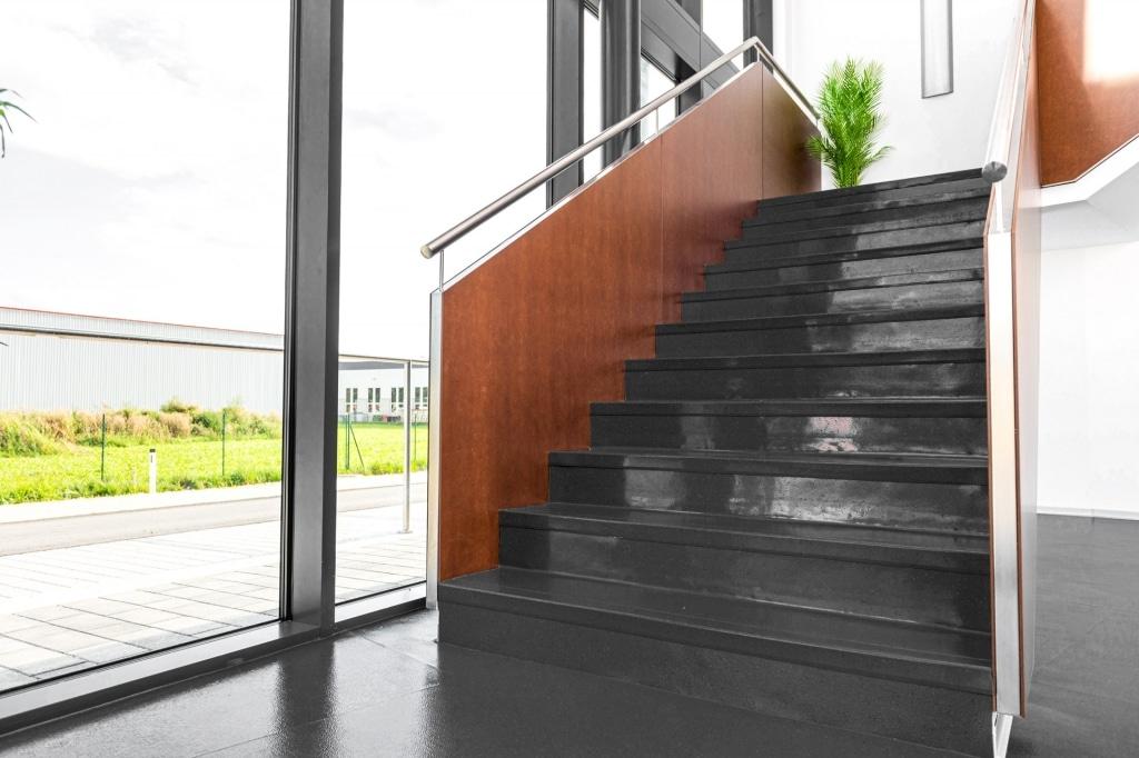 Sonder 02 b | modernes Fundamax bzw. HPL Platten Innengeländer bei Stiege bzw. Treppe | Svoboda