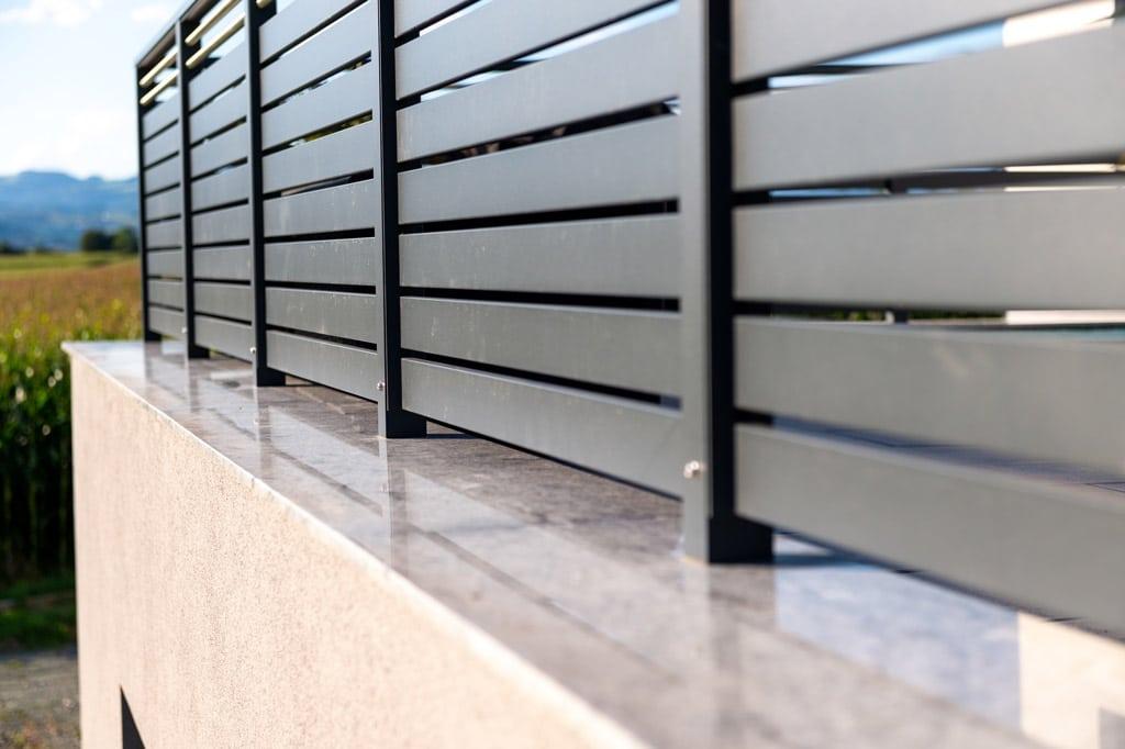 Telfs 13 x | Aufsatzmontage auf Steinfließen von Aluminium Terrassen Geländer | Svoboda Metall