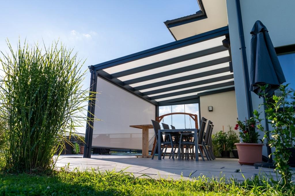 Terrassendach Alu 97 b | Anthrazit graue Aluminium-Überdachung mit Mattglas Eindeckung | Svoboda
