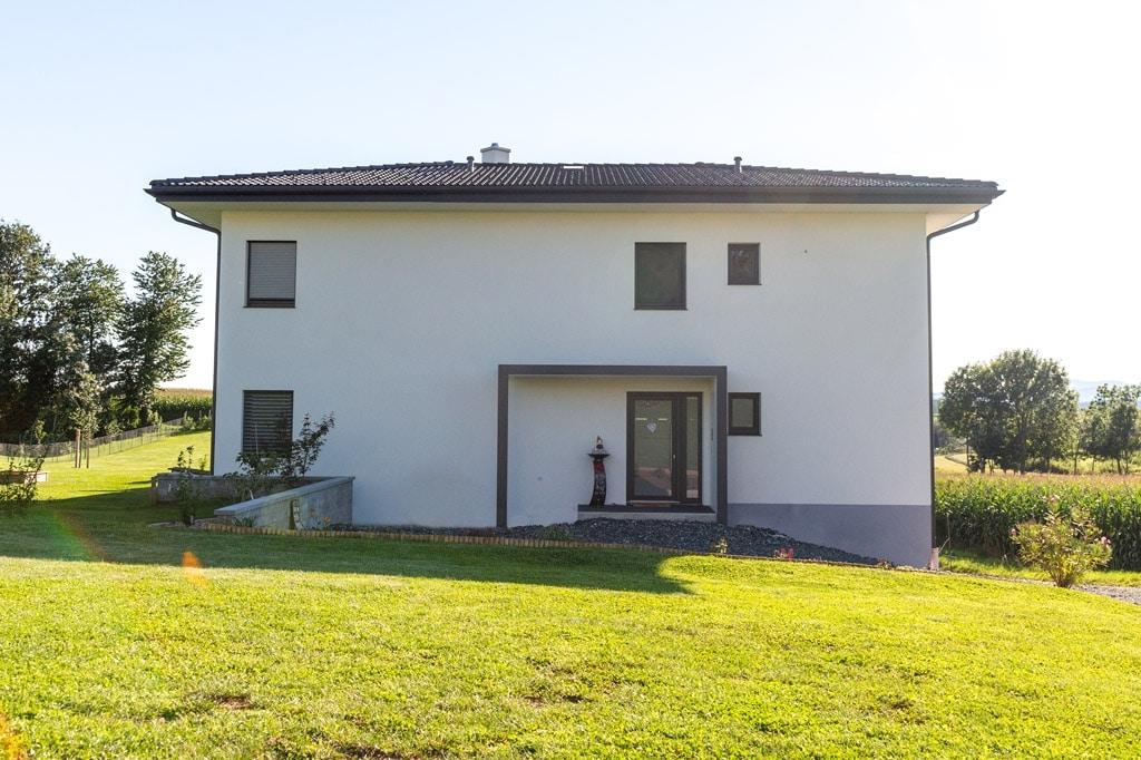 Vordach Alu 46 i | Modernes Eingangsdach aus Aluminium Anthrazit-Weiß, modernes Haus weiß | Svoboda