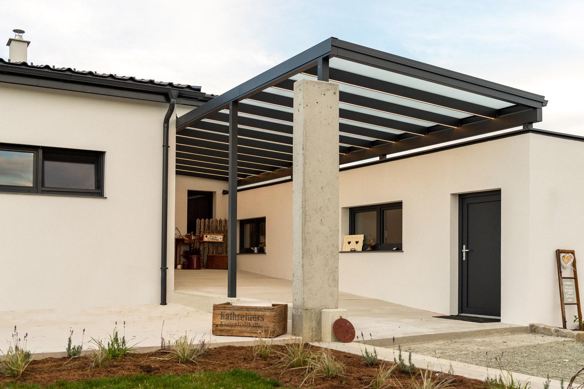 Vordach Alu 47 a | Alu-Glas-Eingangsüberdachung anthrazit mit LED-Beleuchtungs-Streifen | Svoboda