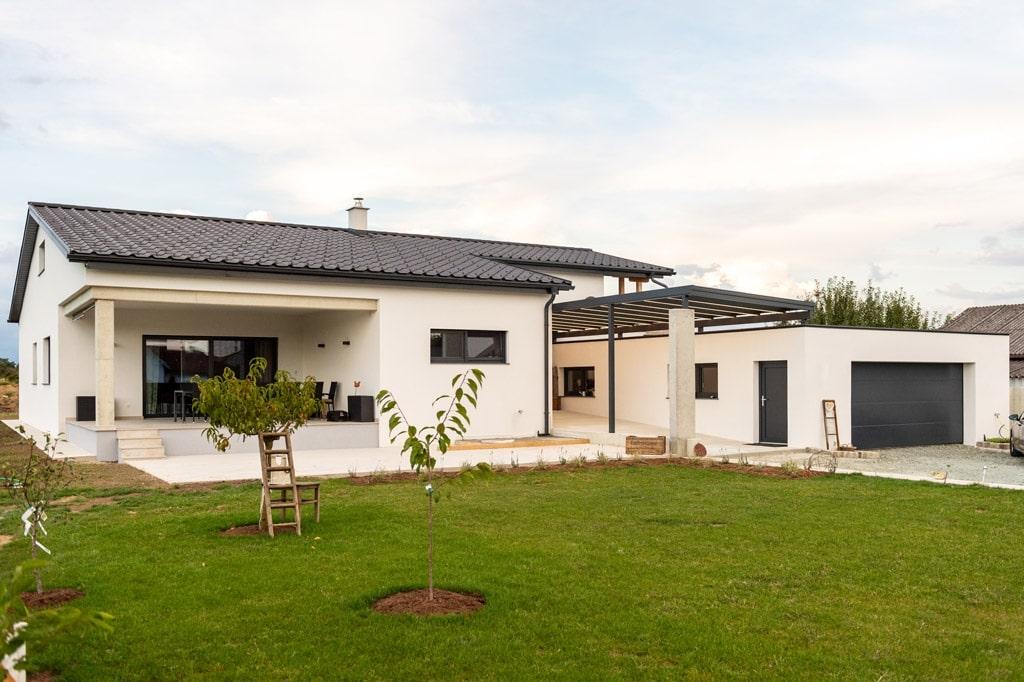 Vordach Alu 47 a | Anthrazit graue Überdachung bei Hauseingangstür aus Aluminium | Svoboda Metall