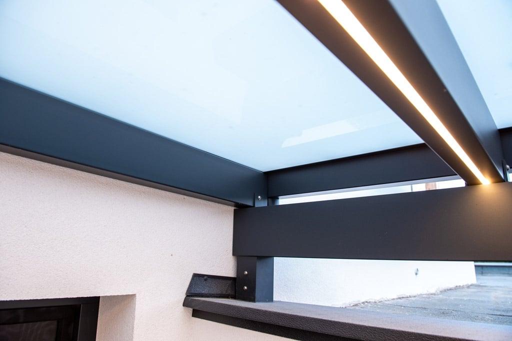 Vordach Alu 47 v | LED Beleuchtung mit Stripes bzw. Lichtstreifen in Alu Sparren eingebaut| Svoboda