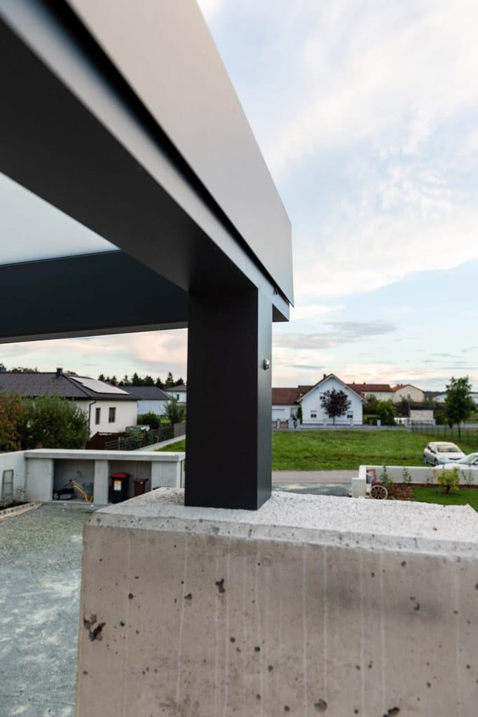 Vordach Alu 47 z4 | Steher von Aluminiumeingangsüberdachung auf Betonmauer montiert | Svoboda