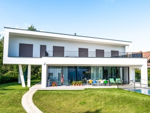 Wien 03 a | modernes Architektur Design Haus Neubau mit Flachstab Geländer Alu schwarz | Svoboda
