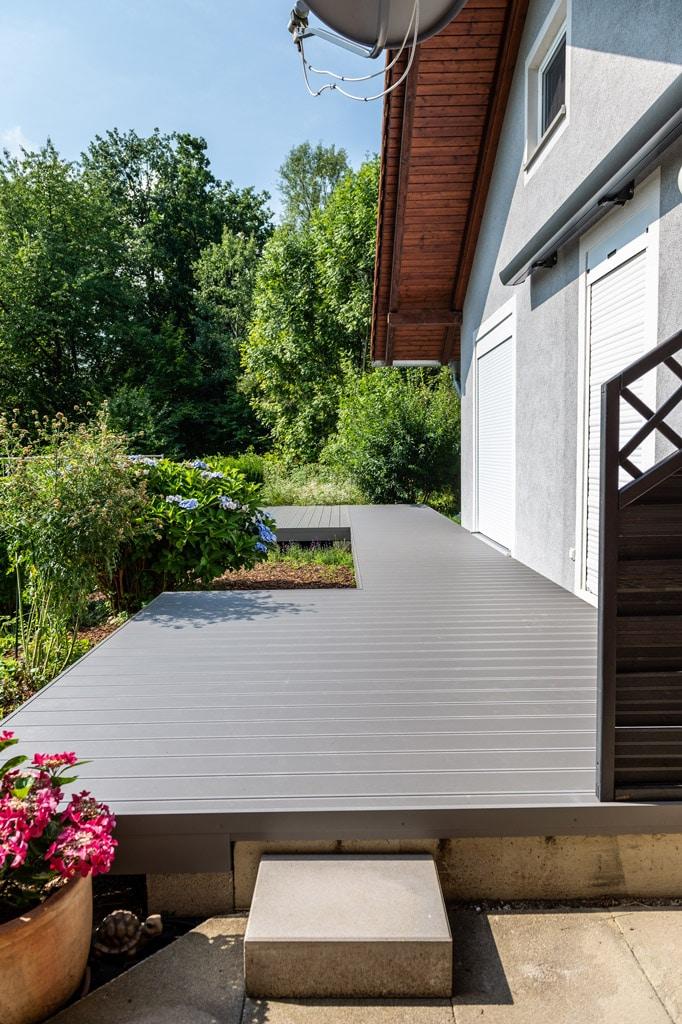 B Alu 18 f | Outdoor Aluminium Bodenbelag bei Terrasse mit grauer Pulverbeschichtung | Svoboda