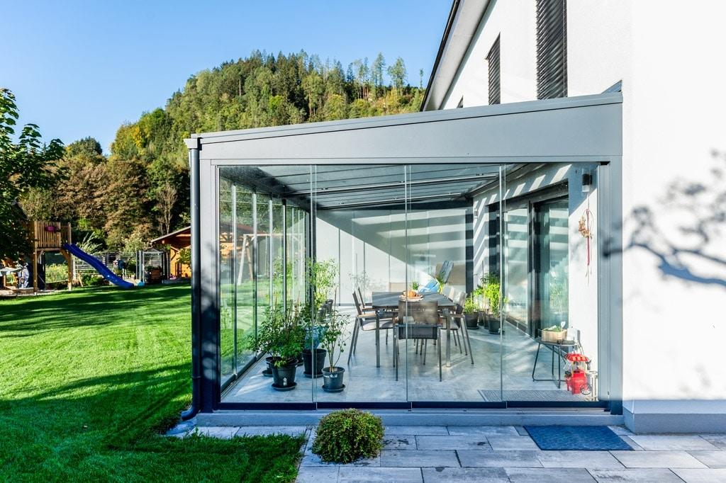 Schiebe 09 e | Terrassenverglasung aus Schiebe-Elementen bei Aludach seitliche Ansicht | Svoboda