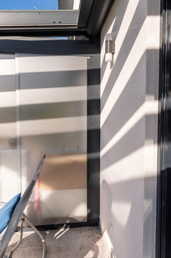 Schiebe 09 q | Matte Schiebe-Verglasung mit Alu-Terrassendach kombiniert | Svoboda Metalltechnik