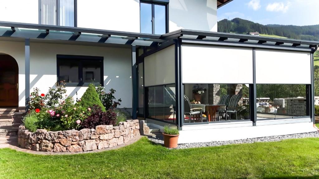 Sommergarten Alu 46 a | Anthrazit-Graue Alu-Terrassenüberdachung, allseitige Verglasung | Svoboda