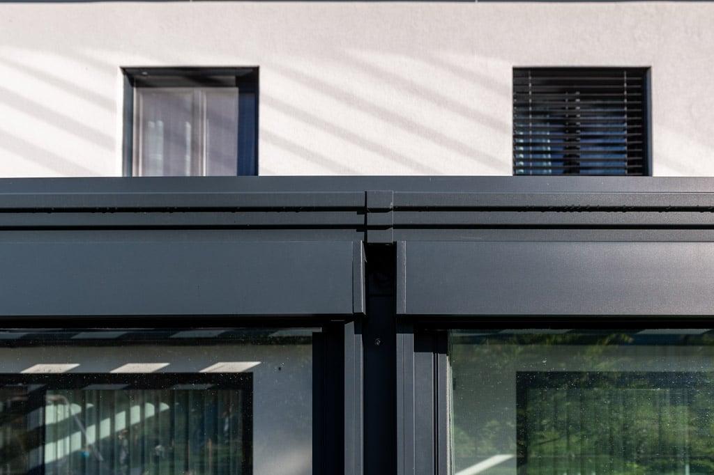 Z 17 l | Markisenkästen aus Aluminium anthrazit von Senkrechtmarkisen mit Schienen | Svoboda