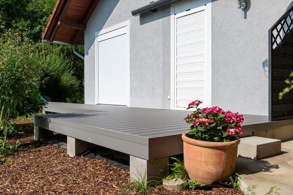 Zubau 19 o | Terrassenzubau mit Aluterrassenboden hellgrau und Unterkonstruktion | Svoboda Metall