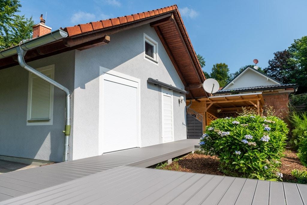 Zubau 19 w | Bodenkonstruktion bei Terrasse mit gerilltem Aluminium-Terrassen-Boden | Svoboda