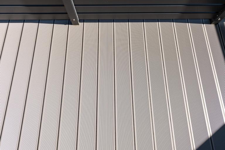 B Alu 19 a | Aluminiumboden mit Gummidichtung und gerillter Oberfläche bei Balkon hellgrau | Svoboda