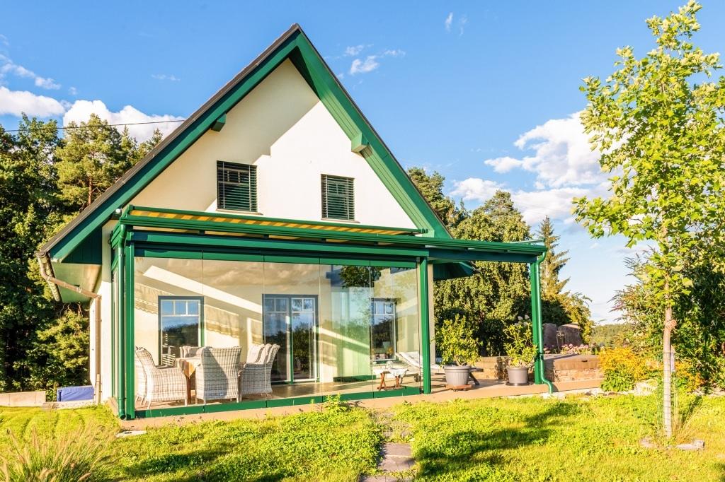Sommergarten Alu 49 | mit Terrassendach, Alu-Glas-Kaltwintergarten in Moosgrün RAL 6005 | Svoboda