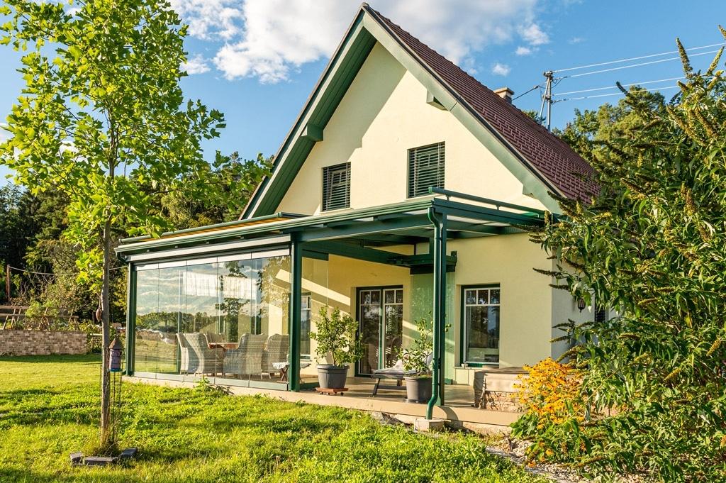 Sommergarten Alu 49 c | allseitig verglaste Terrasse mit Alu-Dach, Windschutzverglasung | Svoboda