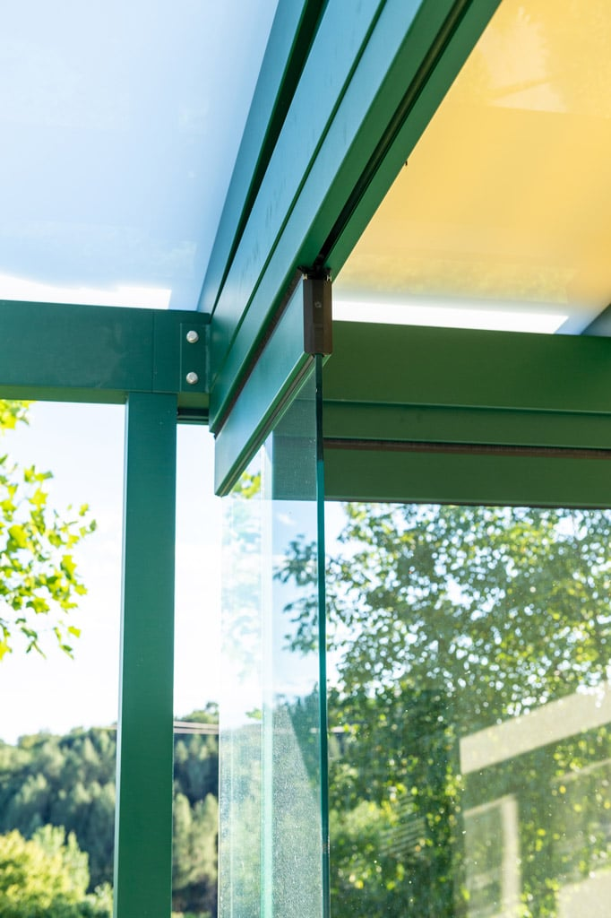 Sommergarten Alu 49 i | Deckenschienenführung bei Schiebedreh-Verglasung Detailbild | Svoboda