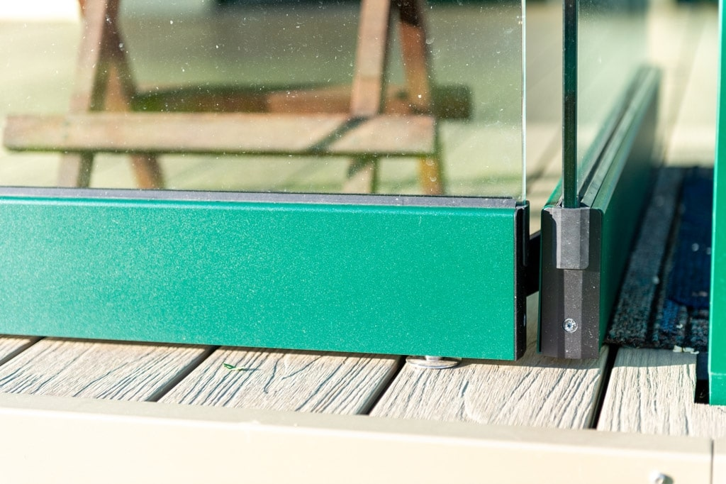 Sommergarten Alu 49 z11 | Detailbild Ecke bei Schiebe-Dreh-Glas-Elemente mit Eckführung | Svoboda