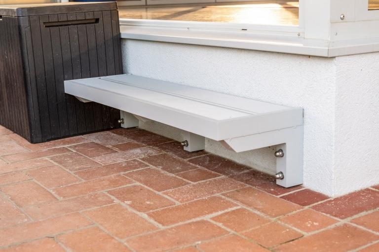 S 39 a | Treppenstufe aus Aluminiumkonstruktion mit Alu-Boden-Profil als Trittplatte | Svoboda