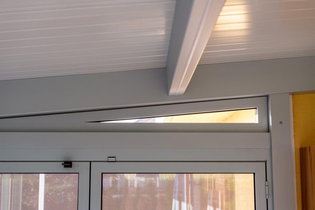 Sommergarten Alu 47 z20 | Innenansicht Dreiecksverlasung, Ausgleich Dachneigung & Faltwand | Svoboda