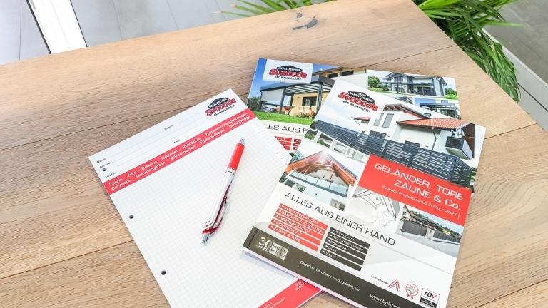 Svoboda Metalltechnik Produktkataloge und Schreibblock mit Stift